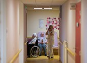 COVID-19 Pháp: Số người chết tăng vọt khi tính viện dưỡng lão