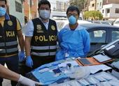 Người Trung Quốc bị bắt khi đang đi xét nghiệm COVID-19 dạo