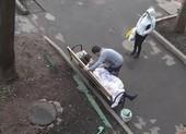 COVID-19: 1 phụ nữ Nga chết trên ghế ngay sau khi xuất viện