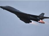 Video: Tiêm kích Nga đuổi oanh tạc cơ Mỹ khỏi không phận