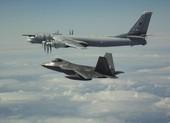 Mỹ điều tiêm kích F-22 chặn 4 chiếc Tu-142 Nga gần Alaska
