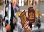Trung Quốc dọa ngừng công nhận hộ chiếu Anh cấp cho Hong Kong