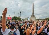 Phản đối vua Thái, sinh viên tẩy chay lễ tốt nghiệp