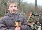 Bé 7 tuổi liều mình quay trở lại nhà đang cháy để cứu em