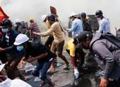 Cảnh sát Myanmar khám xét nhà dân, cấm truyền thông đưa tin