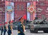 VIDEO: Nga dàn khí tài quân sự diễu binh mừng Ngày Chiến thắng