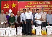 Chủ tịch Trần Thanh Mẫn tặng quà cho hộ nghèo tại Sóc Trăng