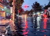 Cần Thơ: Nhiều tuyến đường bị ngập sau cơn mưa chiều cuối tuần