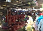 TP.HCM: Hạn chế ra đường, dân tranh thủ đi chợ sớm