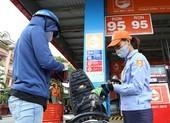 Giá xăng tăng trở lại, lên mức hơn 12.000 đồng/lít