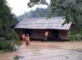 33.000 ngôi nhà ở miền Trung chìm trong lũ
