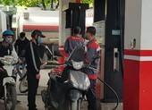 Chiều nay giá xăng tiếp tục tăng nhẹ, giá dầu giảm
