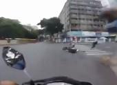 Clip hình sự đặc nhiệm truy đuổi cướp giật như phim trên đường