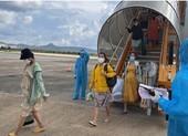 Đón 148 bà bầu, trẻ em từ TP.HCM về quê tránh dịch bằng máy bay