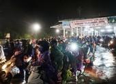Người Đà Nẵng dầm mưa tiếp sức đồng bào từ miền Nam hồi hương