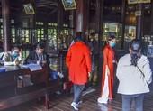 Huế: Nhân viên bảo tàng, du khách kín mít khẩu trang