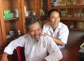 Thầy thuốc xin tiền vợ mua thuốc chữa bệnh cho dân nghèo