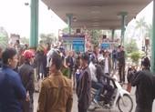 Dân bao vây cầu Bến Thủy 1 yêu cầu 'thu phí đúng luật'