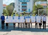 SV Cao đẳng Du lịch Nha Trang kho cá ngừ gửi tặng tuyến đầu chống dịch