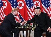 Mỹ-Triều ngày 1: Trump-Kim bắt tay 'lịch sử' giữa lòng Hà Nội