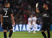 Mbappe bực tức Neymar vì không chịu chuyền bóng