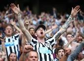 Fan Newcastle ăn mừng cuồng nhiệt khi CLB có chủ mới tỉ phú