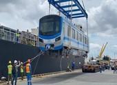 Chùm ảnh: Tàu metro số 1 chính thức lộ diện ở cảng Khánh Hội