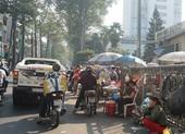TP.HCM: Hàng rong bủa vây trước cổng bệnh viện