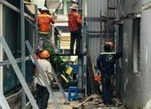 Bắt đầu phá dỡ chung cư nghiêng gần nửa mét ở TP.HCM