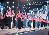 Dàn nghệ sĩ và thí sinh chạy tổng duyệt đêm thi Người đẹp biển