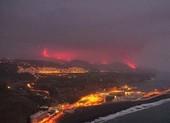 Chuyên gia lo lắng khi dung nham núi lửa ở Tây Ban Nha chảy ra biển
