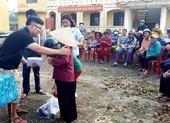 400 phần quà từ bạn đọc đến tay bà con Quảng Nam