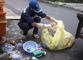 Tuồn rác thải nhựa trong BV ra ngoài để... làm hộp đựng bánh