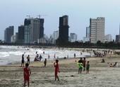Đà Nẵng phạt 9 người đi dạo bãi biển không đeo khẩu trang