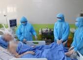 Sau 83 ngày điều trị, bệnh nhân 91 đã có thể bấm bàn phím