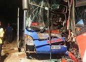 2 xe khách tông nhau trên đèo Lò Xo, hàng chục người kêu cứu
