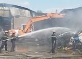 Cháy lan 2 nhà xưởng ở Bình Chánh trong ngày Thần Tài