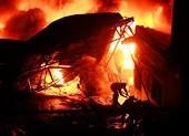 Cảnh sát thông tin vụ cháy 3 tiếng ở kho dầu chai ven TP.HCM