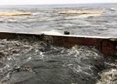 Nước thải đen ngòm cuồn cuộn đổ ra biển sau mưa ở Đà Nẵng