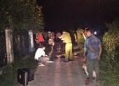 Xe máy đối đầu trên đường làng, một người tử vong