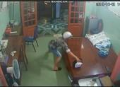 Camera ghi hình thanh niên trộm giỏ chứa tài sản hơn 1 tỉ đồng
