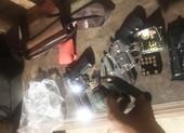 Thủ 8 khẩu súng cùng lựu đạn đi buôn ma túy xuyên quốc gia