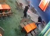 Nhóm thiếu niên chém gục đối thủ bằng dao phóng lợn
