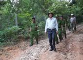 Lãnh đạo công an thị sát nơi phạm nhân trốn trại ẩn náu