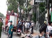 Giàn giáo chạm vào đường dây điện, hai công nhân bỏng nặng