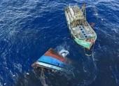 Tàu cá bị tàu hàng đâm chìm, 2 ngư dân mất tích