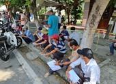 Hàng trăm người kẹt giữa 2 chốt Quảng Nam-Đà Nẵng vì giấy xét nghiệm