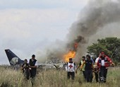 Hiện trường rơi máy bay Mexico chở 101 người