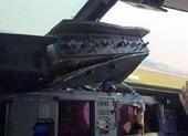 Máy bay hạ cánh khẩn vì rơi cửa sổ buồng lái