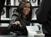 Hồi ký của Michelle Obama bán hơn 10 triệu bản